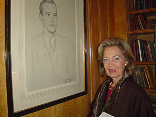 A beautiful star admiring a portrait of Alfred Lunt